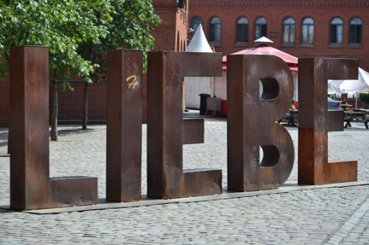 Liebe =Love in big letters