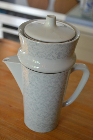 a coffee-pot and filter, also from the 50s ... I will be using it for herbal tea